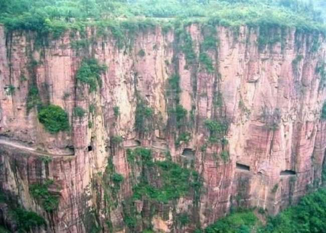 Туннель в скале Guoliang - Китай (8 фото)