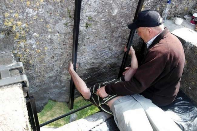 Камень Красноречия – самая негигиеничная достопримечательность Европы (6 фото)