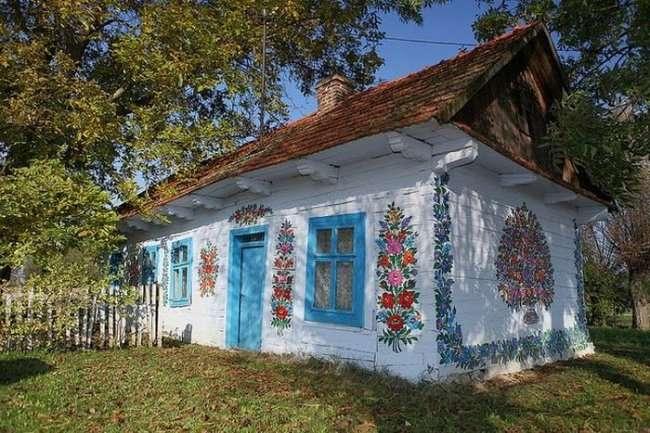 Расписная деревушка в Польше (8 фото)