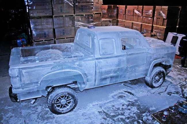 Настоящий, полностью функционирующий грузовик изо льда (4 фото)