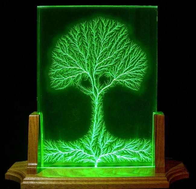 Скульптуры из электричества (4 фото)