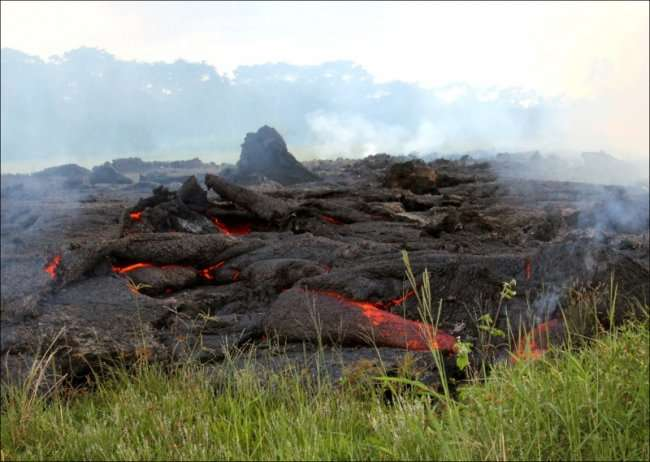 Лавовый поток на Гавайях (23 фото)