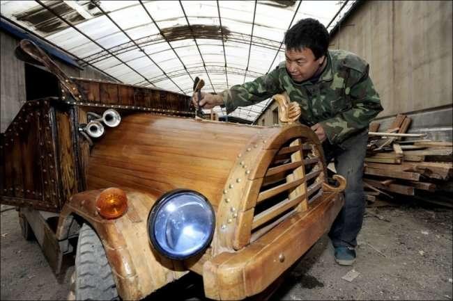 Электромобиль выпиленный из ствола дерева (8 фото)