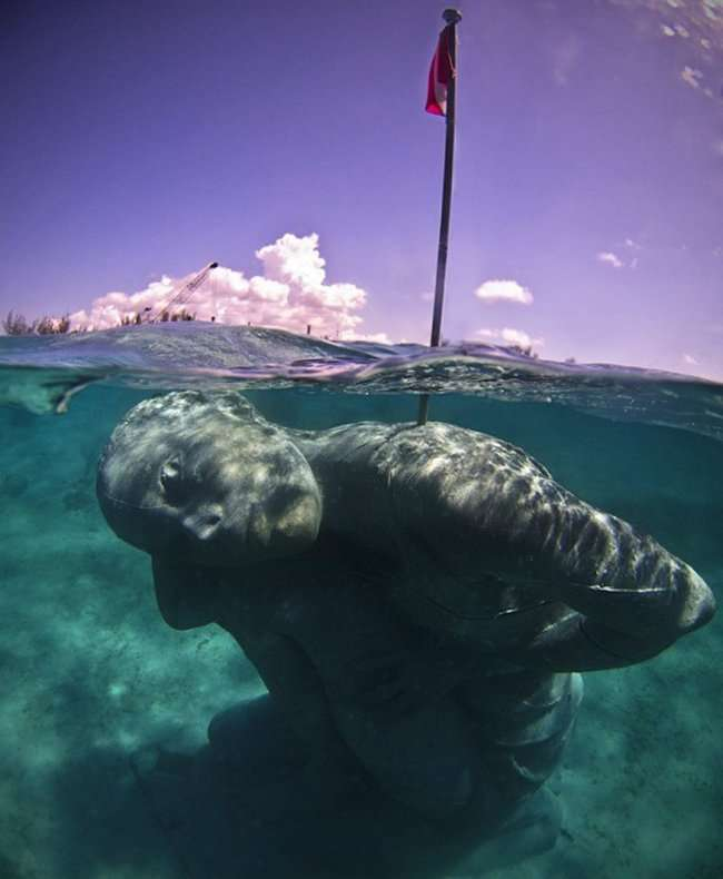 Подводный Атлант установлен на Багамах (3 фото)