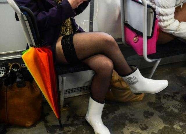 В метро без штанов 2015 (26 фото)
