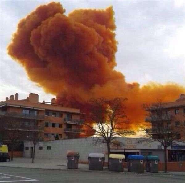 Оранжевое небо в Каталонии (12 фото)