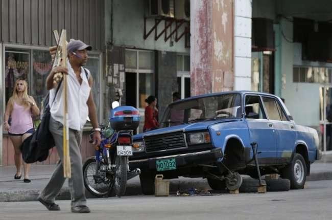 Поставщик запчастей к русским автомобилям из Майами в Гавану (22 фото)