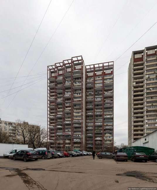 Парковка под окнами (2 фото)