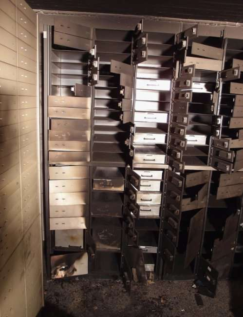 В Лондоне ограблено крупнейшее ювелирное хранилище (10 фото)