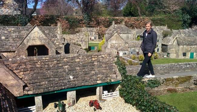 Модель модели деревни в Англии (7 фото)