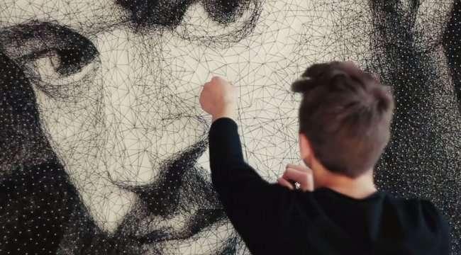 13 000 гвоздей и 24 километра нити для создания портрета