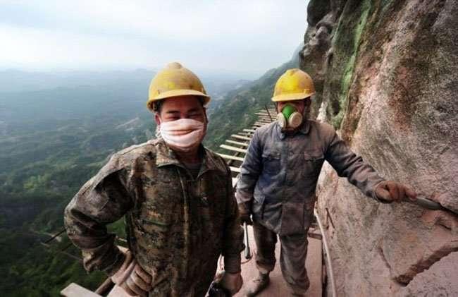 Сложная работа китайских строителей (11 фото)