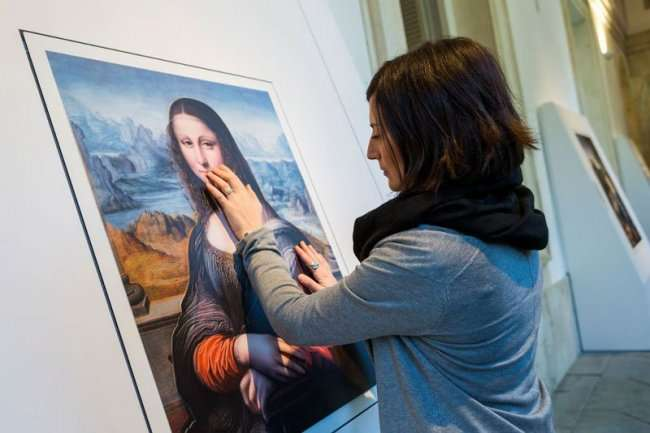 Выставка картин для незрячих людей (6 фото)