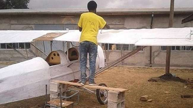 Житель Эфиопии решил самостоятельно построить самолет (8 фото)