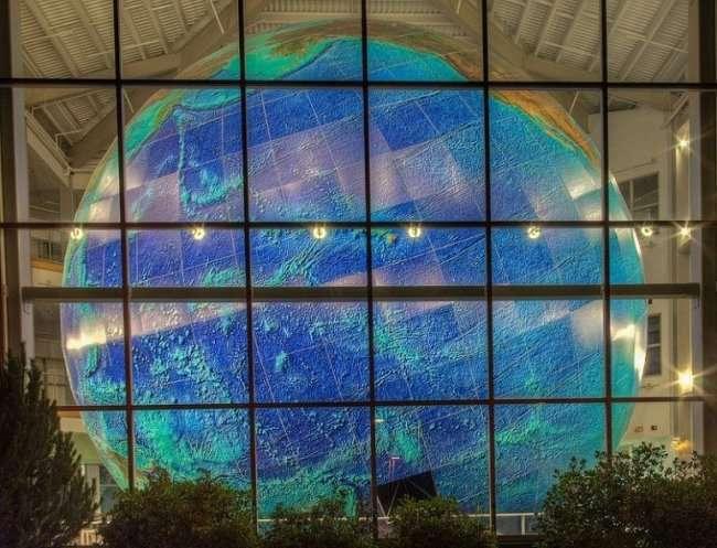 Эрта - самый большой в мире вращающийся глобус (8 фото)