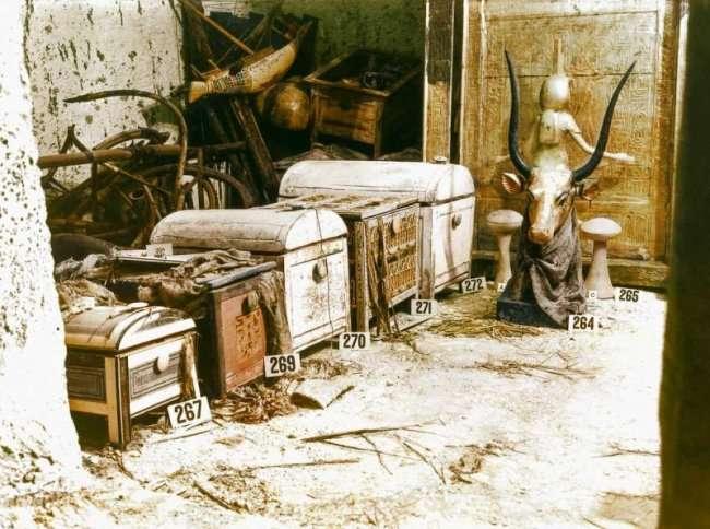 Кадры вскрытия гробницы Тутанхамона в 1922 году (22 фото)