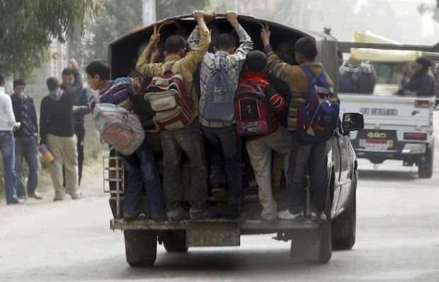 Опасная дорога к школе (14 фото)