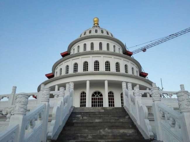 В Китае построили объеденное здание Капитолия и храма Неба (7 фото)