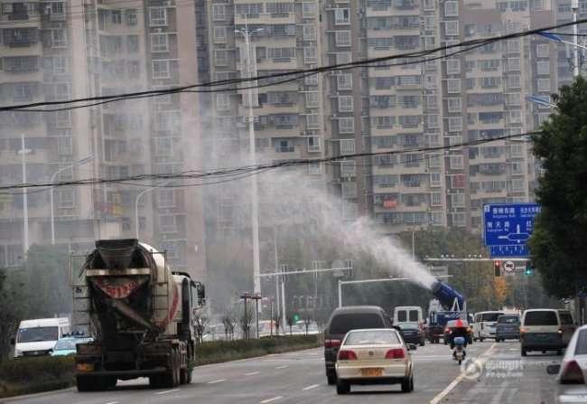 Ноу-хау в Китае - туманные пушки для очистки воздуха (4 фото)