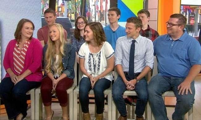 Первым в мире близнецам-семерняшкам исполнилось 18 лет (7 фото)