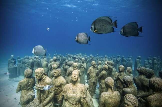 Уникальные скульптуры в морях и океанах (10 фото)