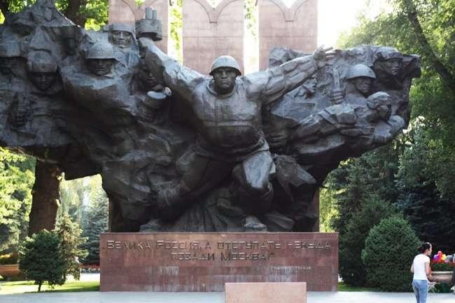 Сады, памятники, высокогорные курорты Алматы