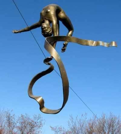 Удивительные парящие скульптуры Джерзи Кедзиора (10 фото)