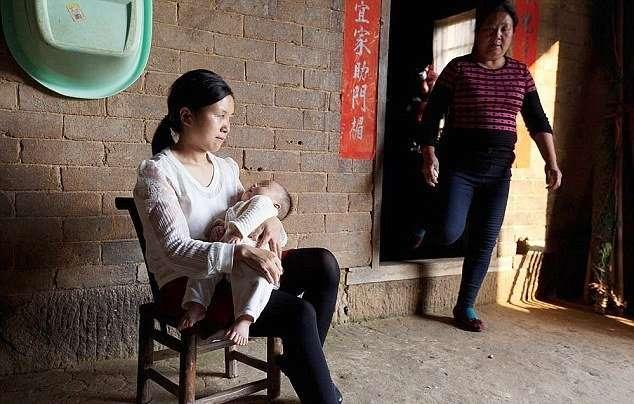 В Китае родился мальчик у которого 31 палец (5 фото)