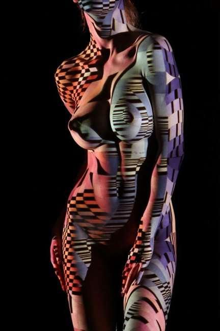 Игра света и тени на телах обнаженных моделей (13 фото + видео) 18+