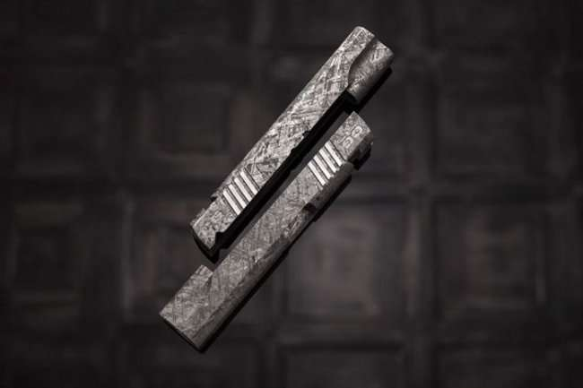 Пистолеты из метеорита стоимостью в 4,5 миллиона долларов каждый (17 фото)