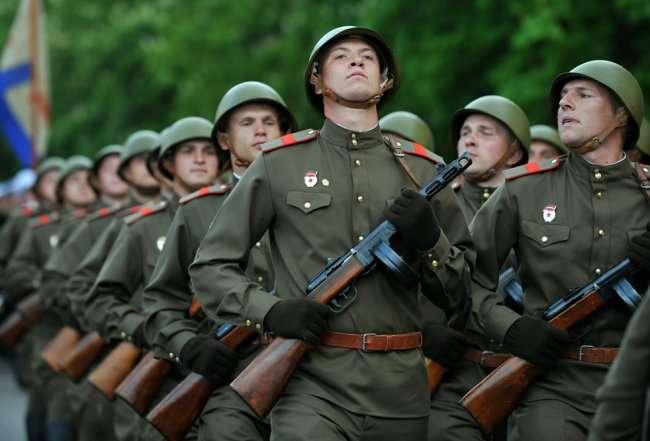 Военная форма с точки зрения современного человека (4 фото)