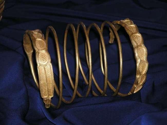 Как появились браслеты (4 фото)