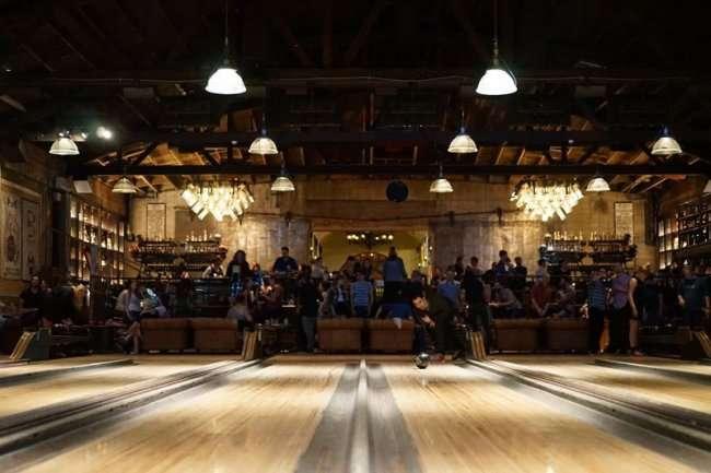 Необычный боулинг центр в Лос-Анджелесе (18 фото)