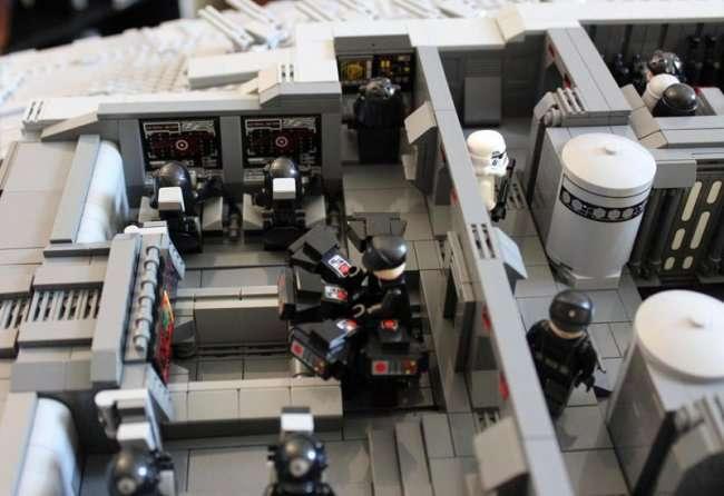 Удивительный самодельный космический корабль из лего (20 фото)