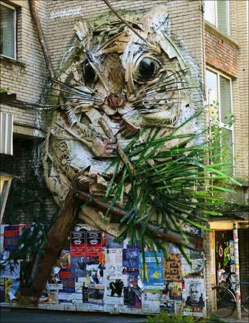 Удивительные скульптуры из мусора (15 фото)