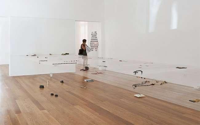«Невидимый» выставочный стол от Fernando Brizio (11 фото)